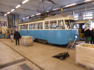 211an på besök i GSJs rälsbusstall.